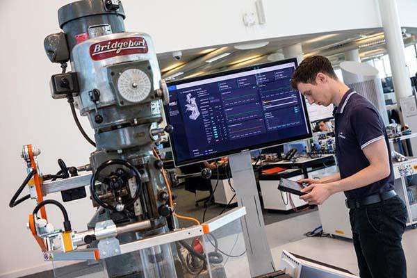 Smart Factory Innovation Hubs